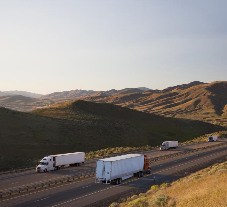 Samochody ciężarowe natrasie wUSA