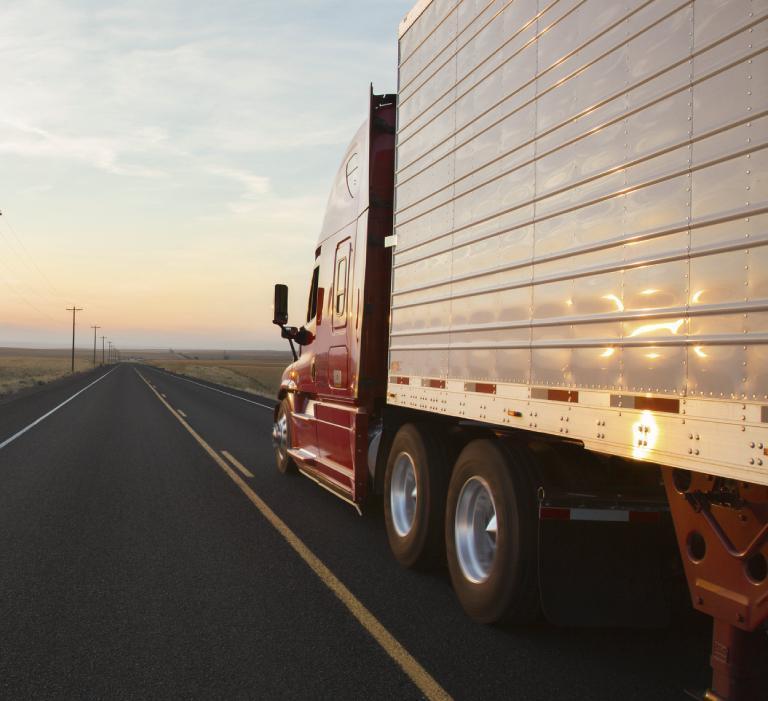 Samochód ciężarowy znaczepą
