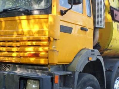 żółty samochód ciężarowy