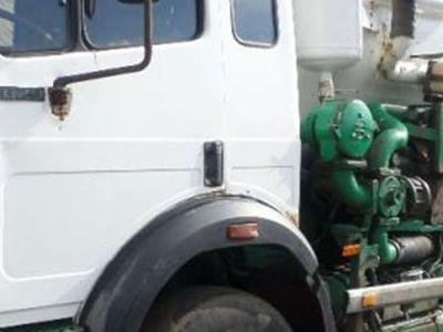 duży biało zielony pojazd